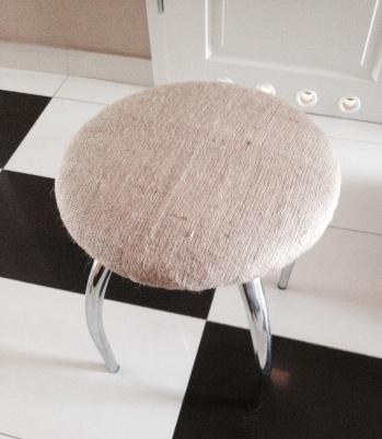 stołek nowa tapicerka 2