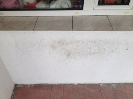 balkon ściana przed myciem