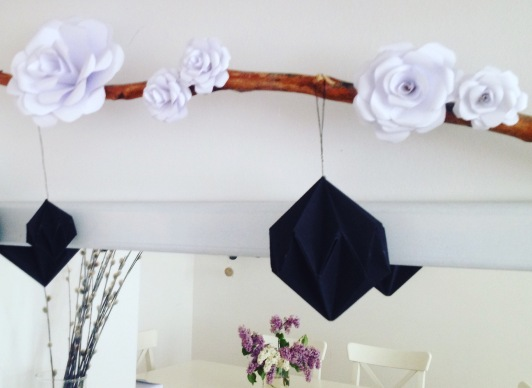 dekoracja komody papierowe kwiaty i diamenty origami 2