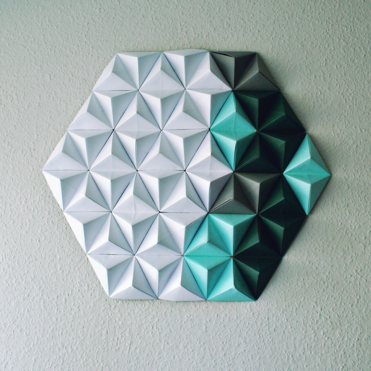 Geometryczna dekoracja  - origami ścienne