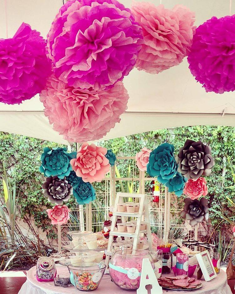 Piękna Dekoracja ściany Ogromne Papierowe Kwiaty U Mamusi