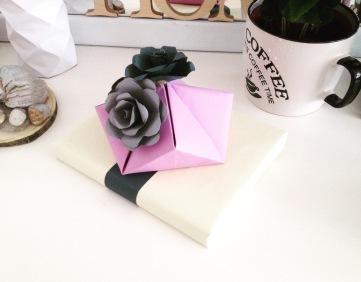 pakowanie prezentów papierowe kwiaty 4.PG