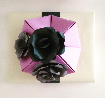 pakowanie prezentów papierowe kwiaty pudełko origami
