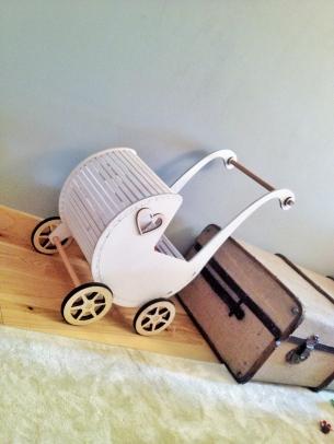 wózek retro dla alek w domu
