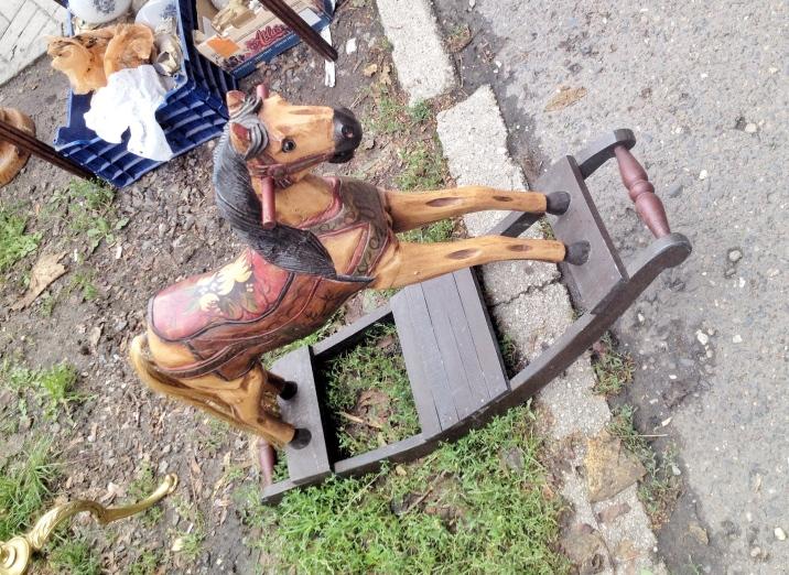 jarmark staroci w Bytomiu koń na biegunach