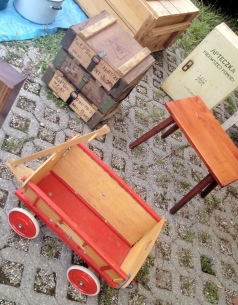 jarmark staroci w Bytomiu wózek i skrzynki