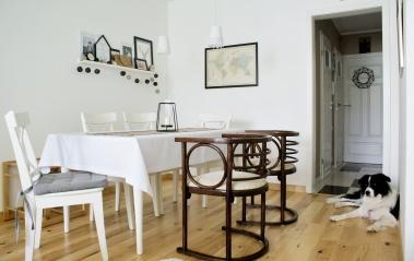 Fotele po pradziadku w połączeniu ze stołem z Ikei