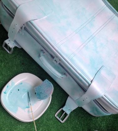 metamorfoza starej walizki cieniowanie 2