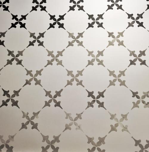 ombre z szablonu na ścianie