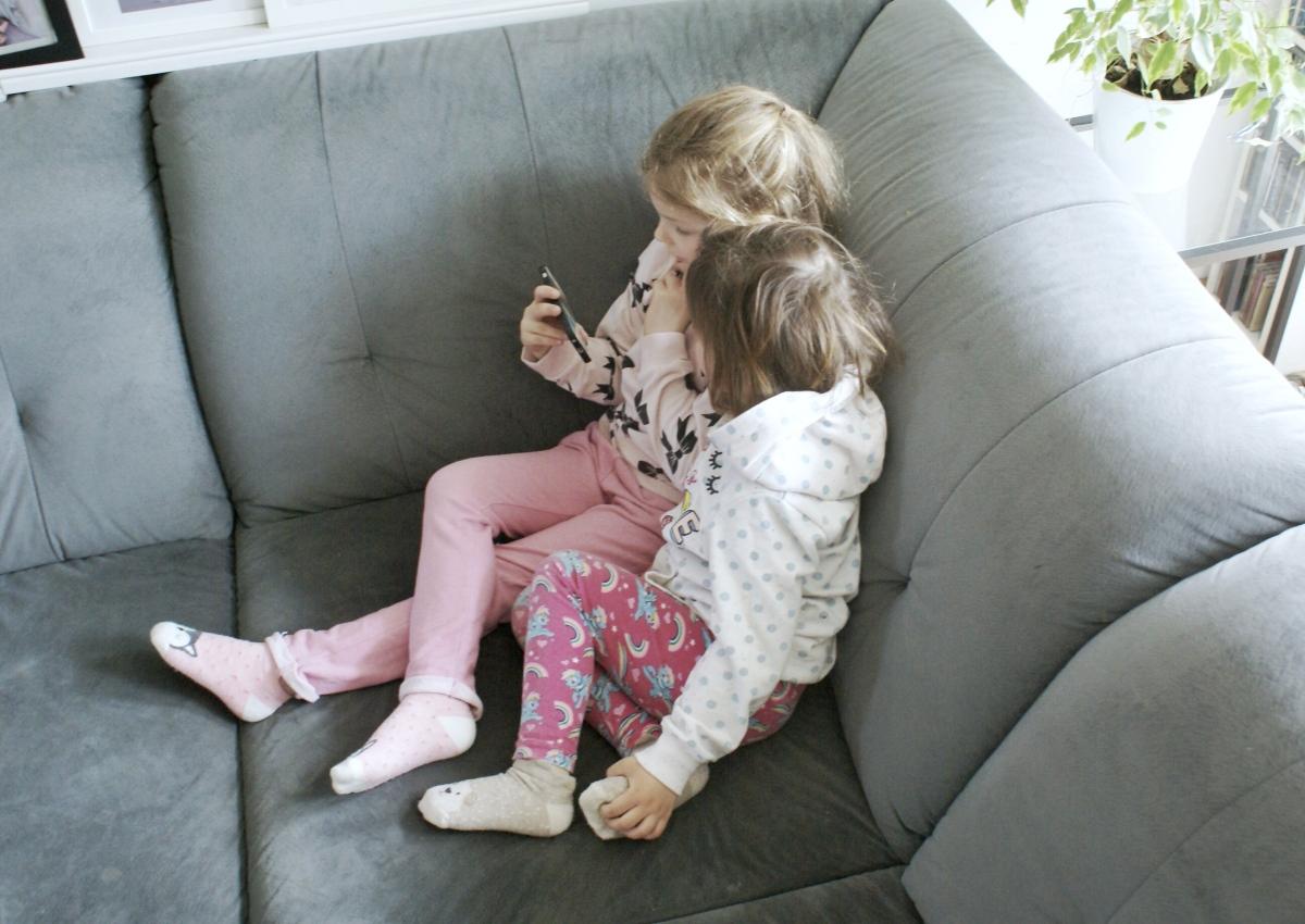 Dziecko i telefon. Dawać, czy nie?